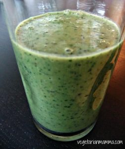 Green Smoothie:  Fruity Kale Delight
