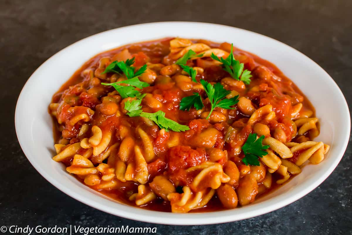 bowl of vegan chili mac