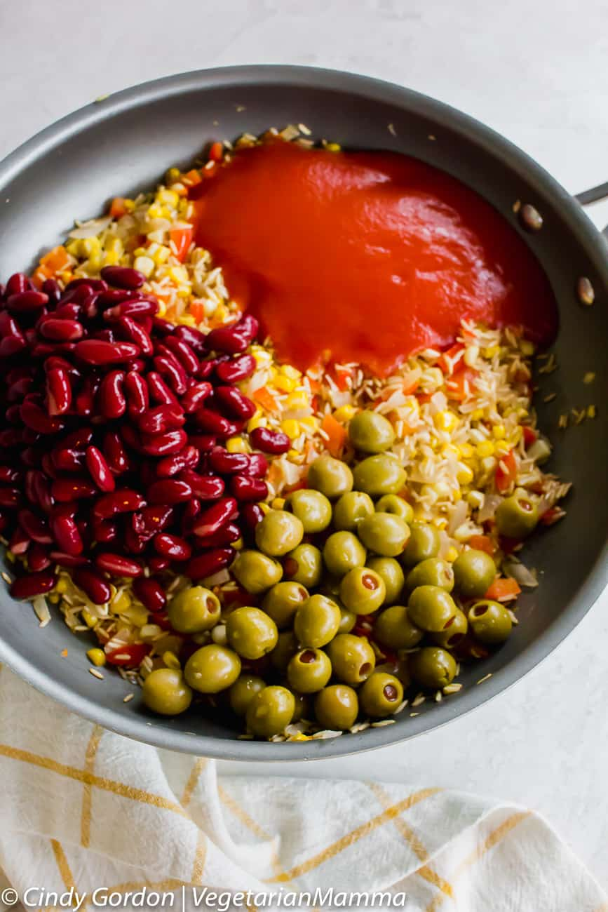 All the ingredients for spanish rice with olives