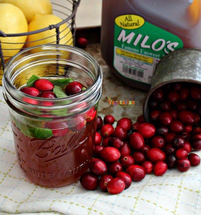 Cranberry Mint Tea @VegetarianMamma.com #cranberry #mini #lemon #tea