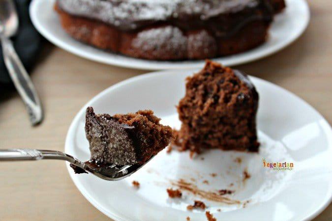 Enjoy Life Foods Triple Chocolate Bundt Cake @vegetarianmamma.com #triplechocolate #dairyfree