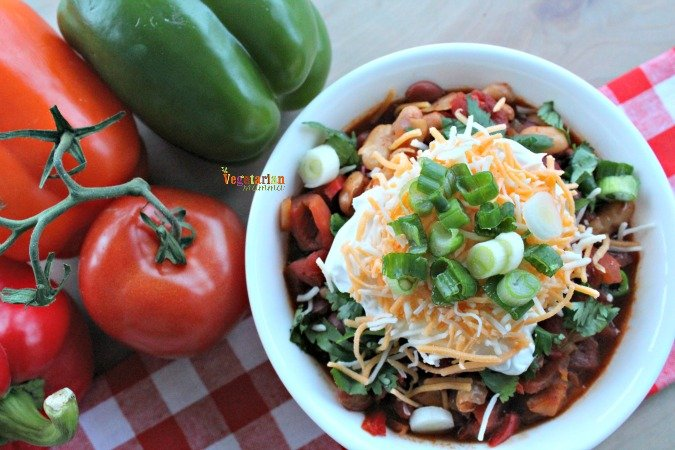 Spicy Vegetarian Chili @vegetarianmamma.com #vegetarian #chili #football