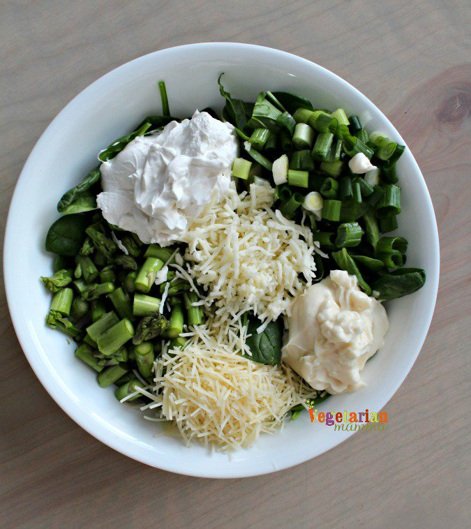 Cheesy Spinach and Asparagus Dip @vegetarianmamma.com