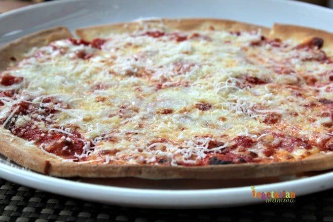 Mia Bella Restaurant Review @vegetarianmamma.com Cheese Pizza