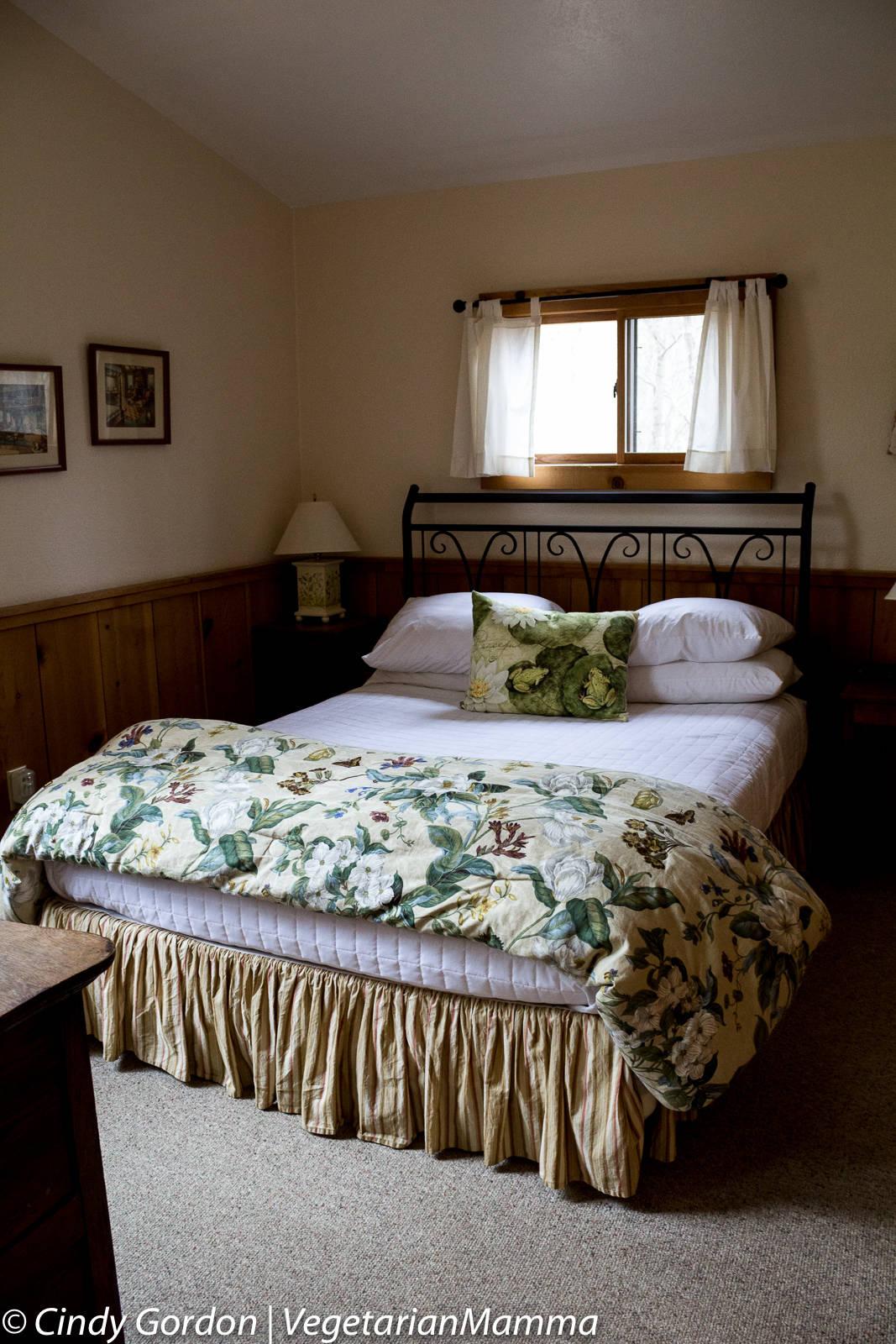 Cabins at Inn at Cedar Falls - Bedding