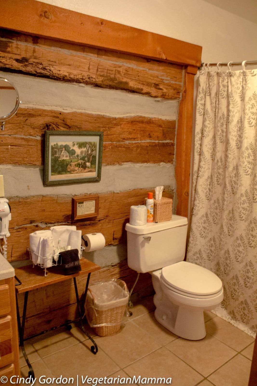 Cabins at Inn at Cedar Falls - Bathroom