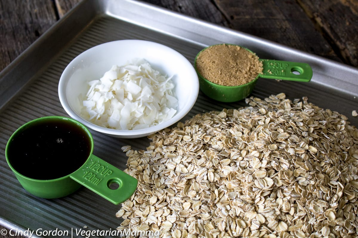 Easy Homemade Gluten Free Granola @Vegetarianmamma.com