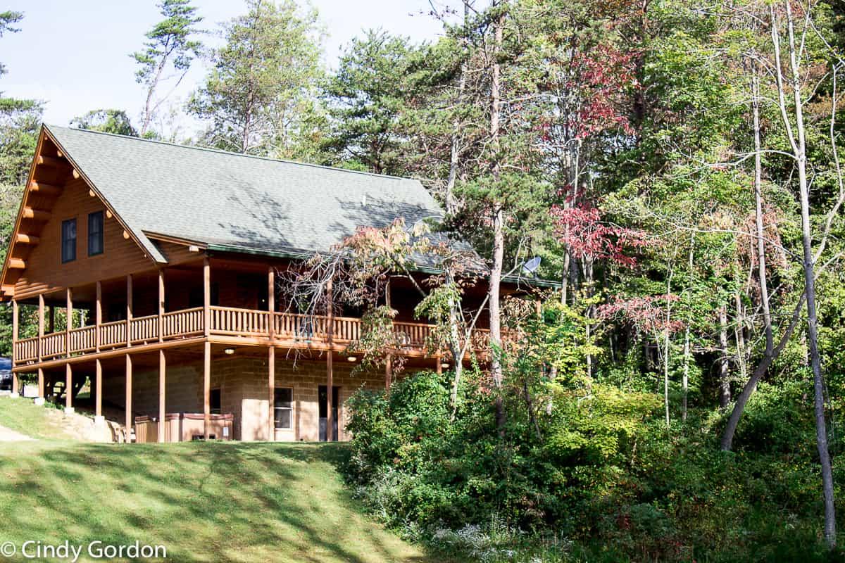 cedar grove lodging hocking hills the perfect getaway. Black Bedroom Furniture Sets. Home Design Ideas