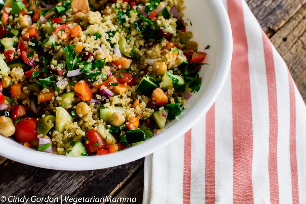 A mediterranean quinoa bowl that will take your tastebuds dance!