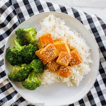 Honey Sriracha Tofu is a spicy fried tofu recipe perfect for lunch prep.