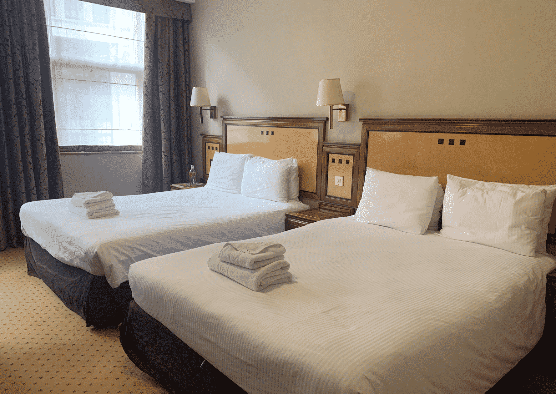 picture of two beds in the Jurys Inn Holborn - London hotel